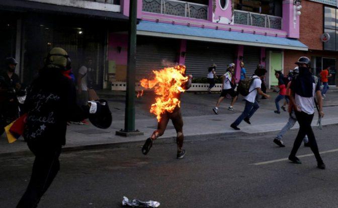La cuestión es impedir que el fascismo se adueñe de Venezuela (Carlos Aznárez)