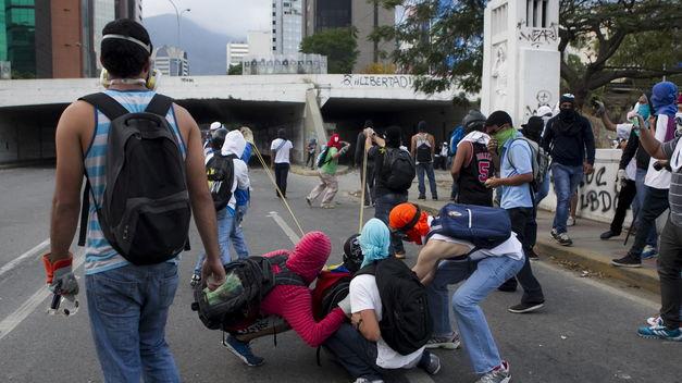 ¿Puede la filosofía de la noviolencia instrumentalizarse para ocultar luchas violentas, armadas y fascistas en Venezuela?