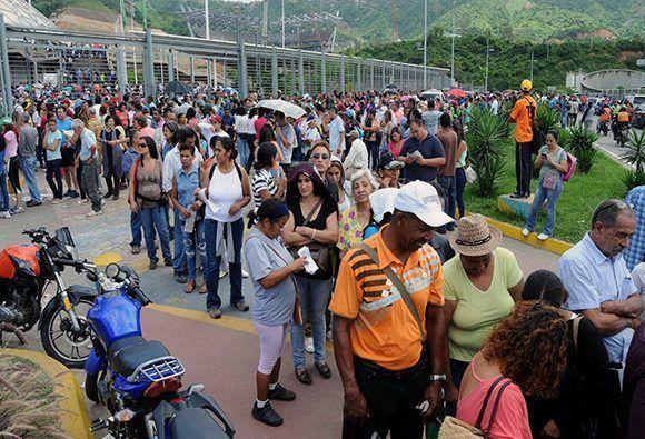 Cómo No dar una noticia. Paraperiodistas españoles ante la Constituyente venezolana.